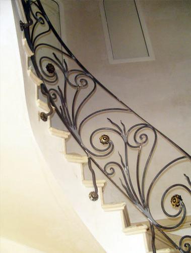 barandas puertas y escaleras caracol de hierro metal