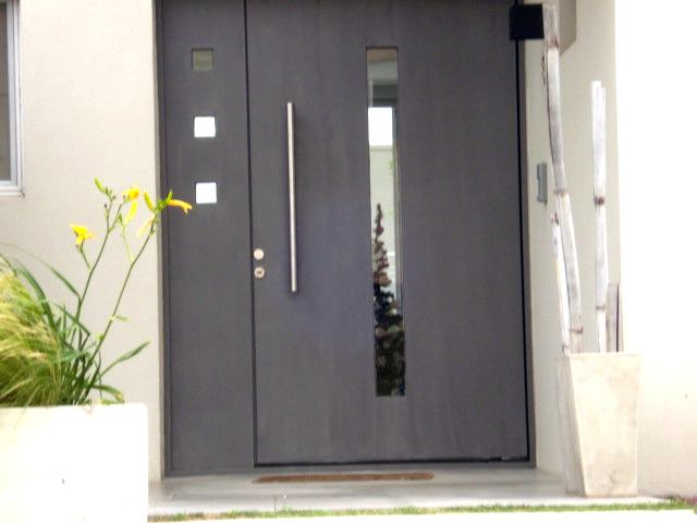 Puertas metalicas modernas con vidrio imagui for Puertas de metal con vidrio modernas